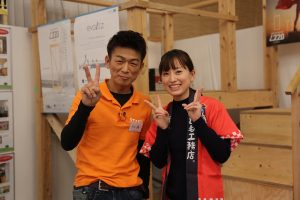 オレンジの服を着た男性はテレビ出演もしたリフォネ大分本店の店長佐藤友一さんです。