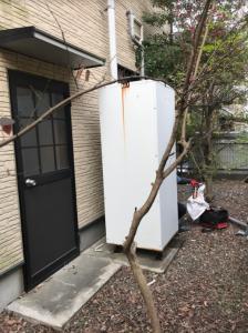大分市S様邸での給湯器交換工事の施工事例 交換前