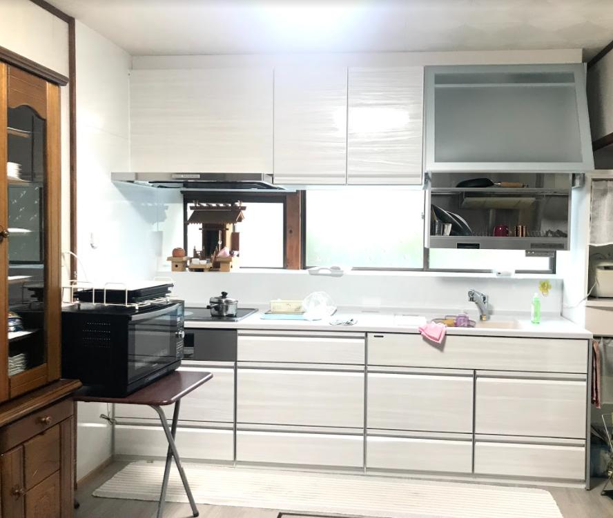 大分市 台所改修工事 I様邸<br />内装、壁や床のリフォームで明るい空間に!
