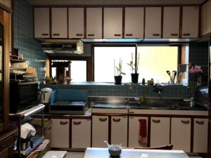 大分市I様邸での台所の内装、壁や床などのリフォーム改修工事|リフォーム前