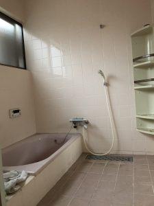 大分市Y様邸での浴室改修工事 リフォーム前(タイルの風呂)